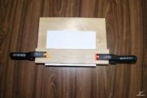 Přesah balíku je asi půl centimetru.